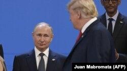 Putin və Trump-ın görüşləri ABŞ mətbuatında tez-tez tənqid olunur