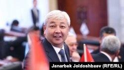 6-чакырылыштагы Жогорку Кеңеш депутаттары.