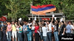 Armenia - Youth activists urge Yerevan residents to ignore a sharp rise in transport fares, 24Jul2013.