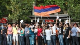 Armenia - Youth activists urge Yerevan residents to defy a sharp rise in transport fares, 24Jul2013.