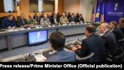 Arkiv: Kryeministri Haradinaj gjatë një takimi me kongresmenë amerikanë