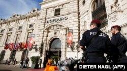 Австрия полицейлері Венадағы Хофбург замогі алдында тұр. 20 наурыз 2014 жыл. (Көрнекі сурет.)