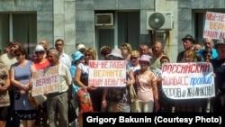 Шахтеры города Гуково в Ростовской области требуют выплаты долгов по зарплате, 21 июня 2016 г.