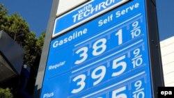 Один из новых для жителей США навыков вырабатывается после посещения автозаправки - если будешь вести машину медленнее, сожжешь меньше бензина
