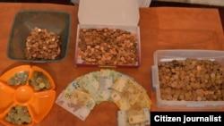 Деньги, собранные в ходе кампании по сбору средств для оплаты штрафов активистов.