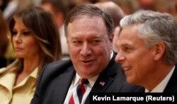 Госсекратерь США Майк Помпео и посол США в России Джон Хантсман на пресс-конференции после встречи Дональда Трампа и Владимира Путина в Хельсинки. Июль 2018 года