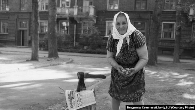 Женщина с суповым набором. Новокузнецк, 1984 год