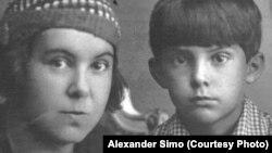 Олена Сімо (розстріляна в 1938 році) та її син Ігор, 1930-ті роки