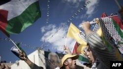 شماری از جوانان فلسطینی حامی تشکیلات خودگردان در رامالله
