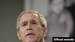 بوش: من مطمئنم که یک پیغام موثر به ایرانی ها نشان می دهد که ایالات متحده بخشی از یک گروه «کر» است تا اینکه یک صدای تنها باشد.