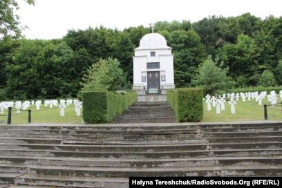 Меморіальний цвинтар у селі Червоне Львівської області, де поховані вояки дивізії «Галичина»