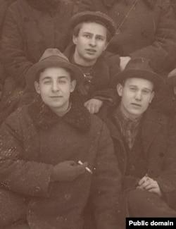 Юрка Лявонны, Сяргей Фамін і Пятрусь Броўка на канфэрэнцыі «Маладняка». Люты 1928 г.