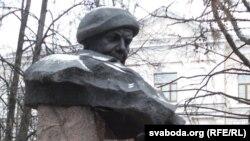 Помнік Караткевічу ў Віцебску