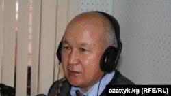"""Абдыкерим Муратов, """"Заман-Кыргызстан"""" гезитинин баш редакторунун орун басары, """"Азаттыктын"""" Бишеке студиясында конокто. 2010-жылдын жетинин айынын (ноябрдын) 25и."""