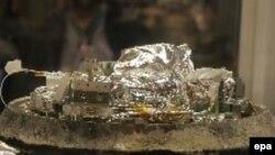 Открытая капсула с кометным и межпланетным веществом, доставленная зондом Stardust. NASA