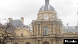 Здание Сената Франции в Париже (архивная фотография)