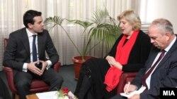 Министерот за надворешни работи Никола Попоски на средба со претставничката за слобода на медиуми на ОБСЕ, Дуња Мијатовиќ, во Скопје. 2011.