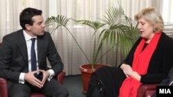 Министерот за надворешни работи Никола Попоски и преставничката за слобода на медиуми Дуња Мијатовиќ
