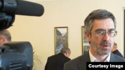 Глава парламентского комитета по образованию, науке, культуре, религии, делам молодежи и спорту Ахра Бжания. Фото: abh-n.ru