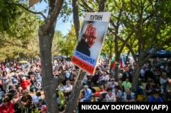 """""""Путин – президент-миротворец"""" – плакат на одном из митингов движения """"Русофилы"""""""