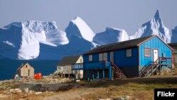 بنا بر پیشبینیها موج گرما قرار است راهی گرینلند شود؛ جاییکه افزایش دما ممکن است مستقیما به تهدیدی برای دومین کوه یخ بزرگ جهان تبدیل شود.