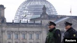 Специальная комиссия бундестага занимается расследованием скандала вокруг федеральной службы защиты конституции