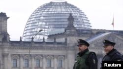 У здания бундестага