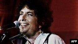 Bob Dylan pe stadionul John F. Kennedy într-un concert din 1995