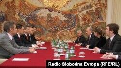 Prestavnici makedonske vlade sa predstavnicima Gazrpoma u Skoplju 2010.