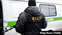 Сотрудник Федеральной службы судебных приставов РФ