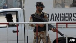د پاکستان د امنیتي ځواک عسکر په کراچۍ کې د امنیت ساتنې پر وخت