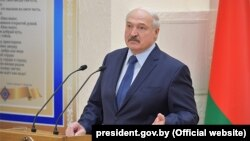 Аляксандар Лукашэнка падчас візыту ў Беларускі дзяржаўны мэдычны ўнівэрсытэт