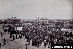 Zi de târg la Bălți, începutul sec. XX (Foto: I. Țurcanu, M. Papuc, Basarabia în actul Marii Uniri de la 1918)