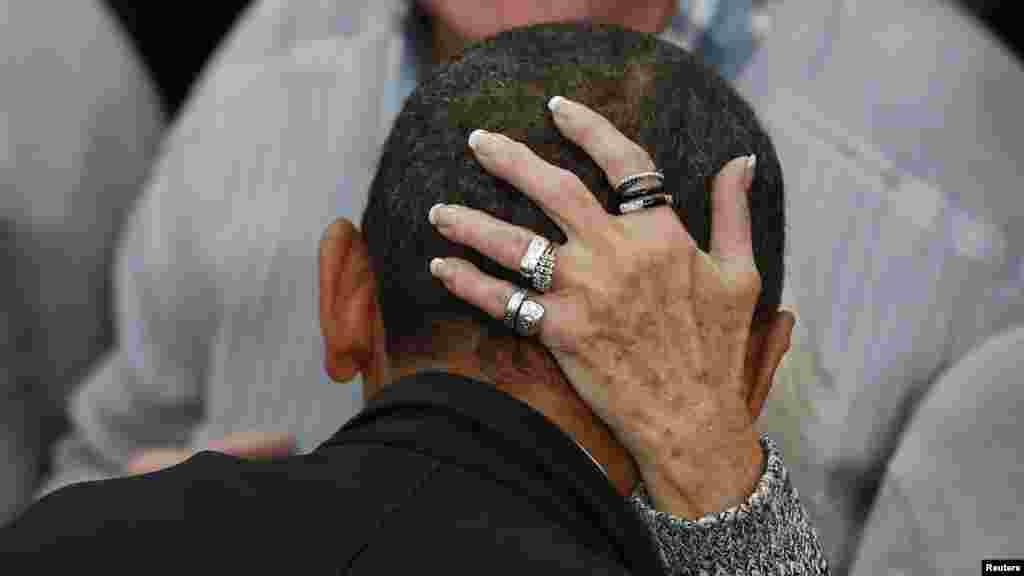 Președintele Barack Obama la Liceul din Springfield înn Ohio, în campanie electorală. (Reuters/Larry Downing)