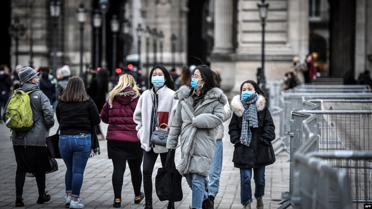 Лувр в Париже закрыт из-за коронавирус