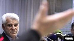 بر اساس اعلام رئیس بانک مرکزی ایران، انجام تمهیدات لازم برای جایگزینی پول ملی جدید دستکم سه سال طول میکشد.