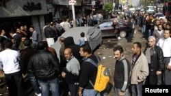 Перед избирательными участками в Египте выстроились длинные очереди.