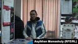 Талгат Сатов, продавец сотовых телефонов, житель Жезказгана. 24 октября 2013 года.