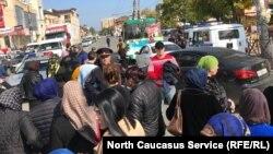 Торговцы перекрыли улицу Гамидова