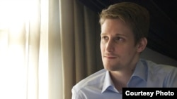 Бывший сотрудник американских спецслужб Эдвард Сноуден.