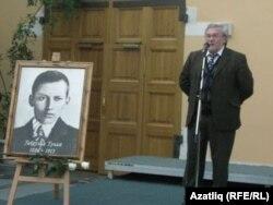 Равил Бохараев Казанда Габдулла Тукайның тууына 125 ел тулуга багышланган күргәзмәдә
