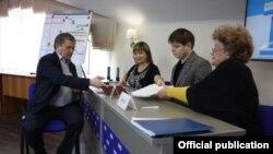 Марат Бариев праймеризга документ тапшыра