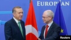 Türkiyə baş naziri Avropa rəsmiləri ilə söhbətlərində özünün Gülen-lə çarpışmasının ölüm-dirim məsələsi olduğunu etiraf edib
