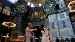 ایاصوفیه پس از یک دوره تاریخی کلیسا و سپس مسجد، از سال ۱۹۳۵ تبدیل به موزه شده است.