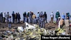 Եթովպիա - Ոստիկանները և փրկարարները օդանավի կործանման վայրում, 11-ը մարտի, 2019թ.