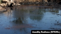 Azerbaijan -- fire on oil lake in Baku, 25Jul2012