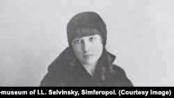 Вера Синякова. 1920-е гг. Дом-музей И.Л.Сельвинского , Симферополь.