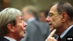 French Foreign Minister Bernard Kouchner (left) with EU foreign policy chief Javier Solana at the foreign ministers' meeting in Brussels on September 15