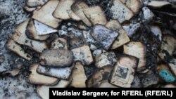 Обгоревшие книги из библиотеки профессора Адольфа Демченко, которые он пытался спасти из огня до того, как погиб сам