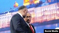 Igor Dodon și Vladimir Putin la St. Petersburg, iunie 2017